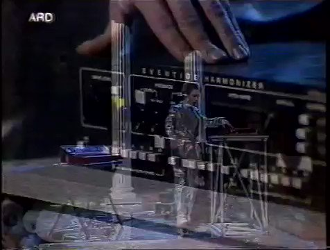 1984: Laurie Anderson doing her thing on German TV