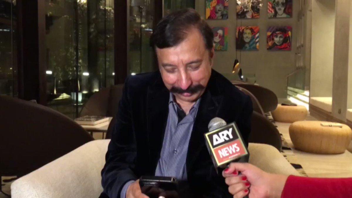 Priceless reactions of #FawadRana on his memes. #ARYStories