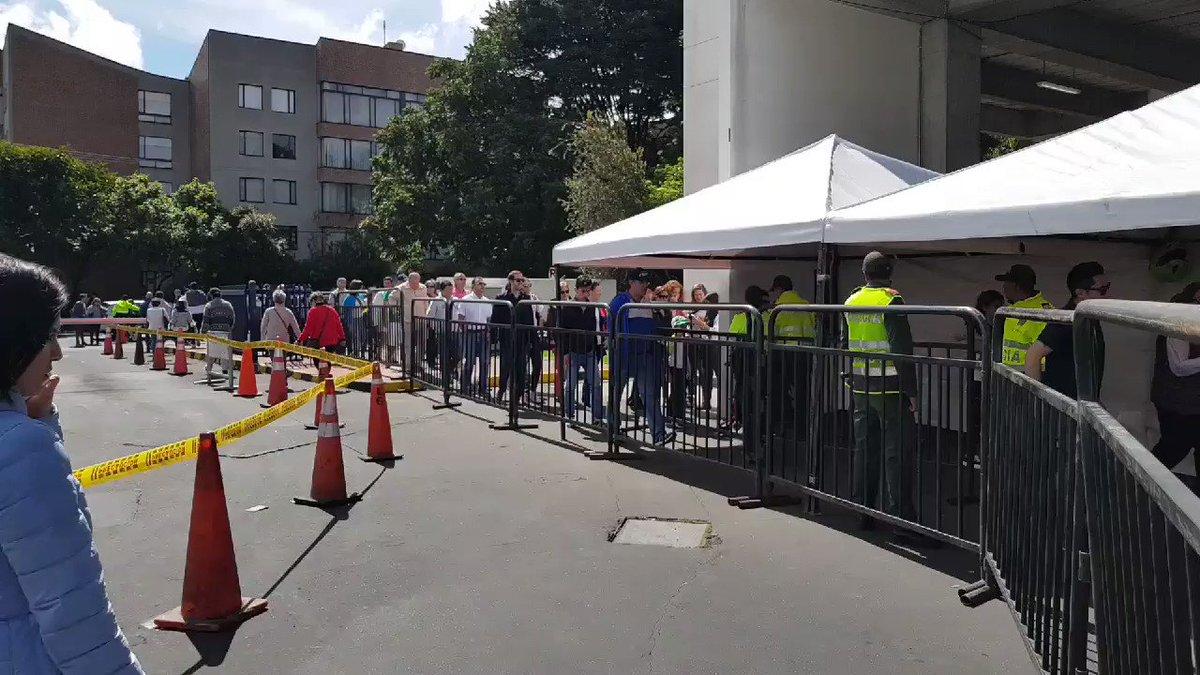 Siguen los votantes llegando a @Unicentr...