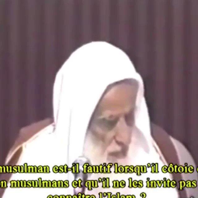هل يأثم من يعاشر غير المسلمين  ولا يدعوه...