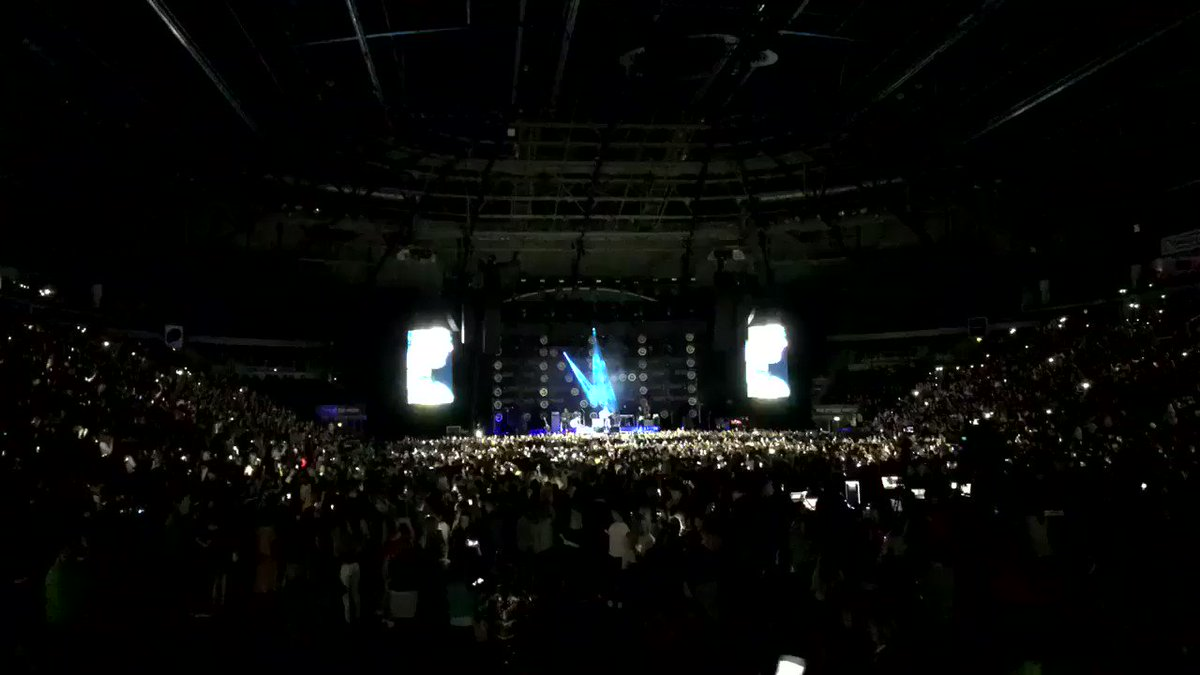 03/13 • Niall performing 'This Town' #FlickerWorldTourBelfast
