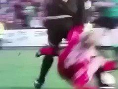 Cantona enjoyed a good tackle 😳😅 https:/...