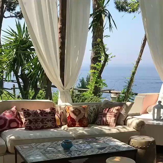 A beautiful view from the Amalfi Coast via mermaidmrym  #Italy  pic.twitter.com/jqojHnqYA5