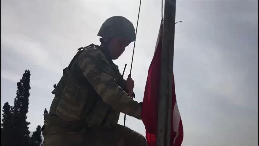 Afrin şehir merkezine Türk Bayrağının çekilmesi. https://t.co/oVEzkpk3y5