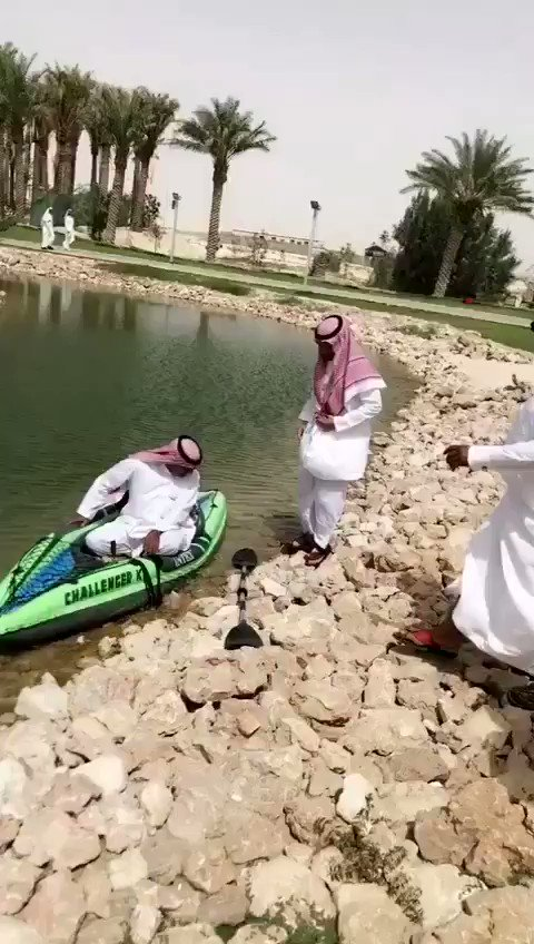 مدير  احدئ المشاريع في بروفة الافتتاح .....