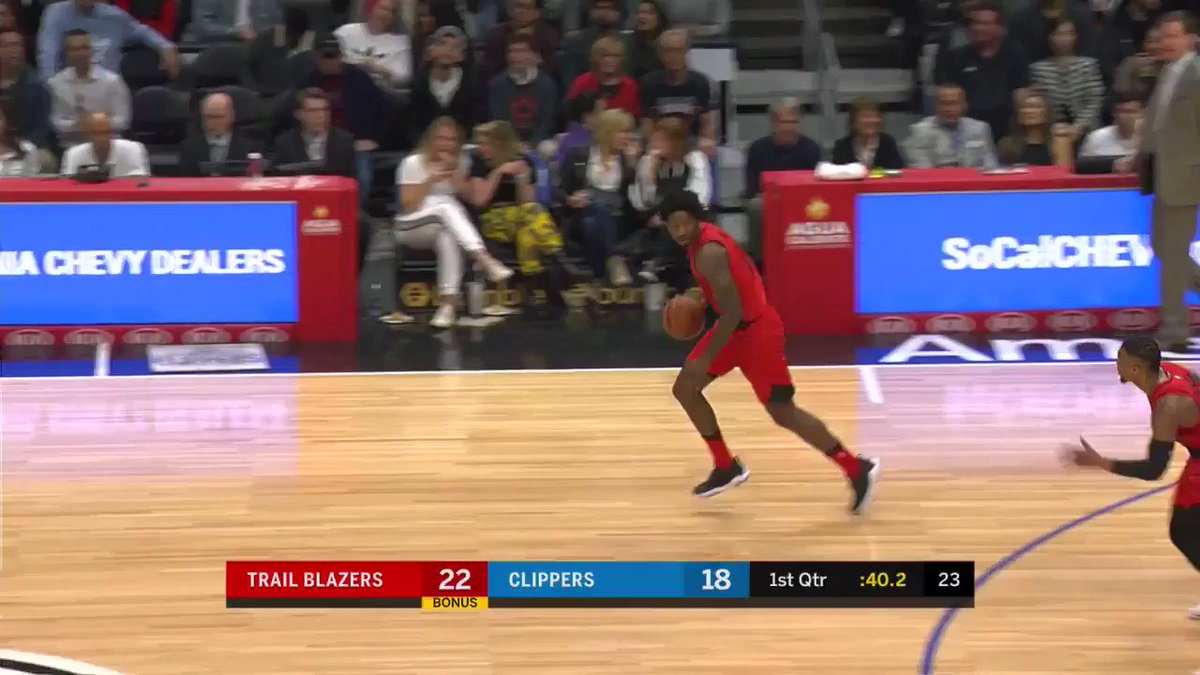 9 for Dame after 1 #RipCity  @trailblazers 24 | @LAClippers 18 https://t.co/N2a3CdejxU