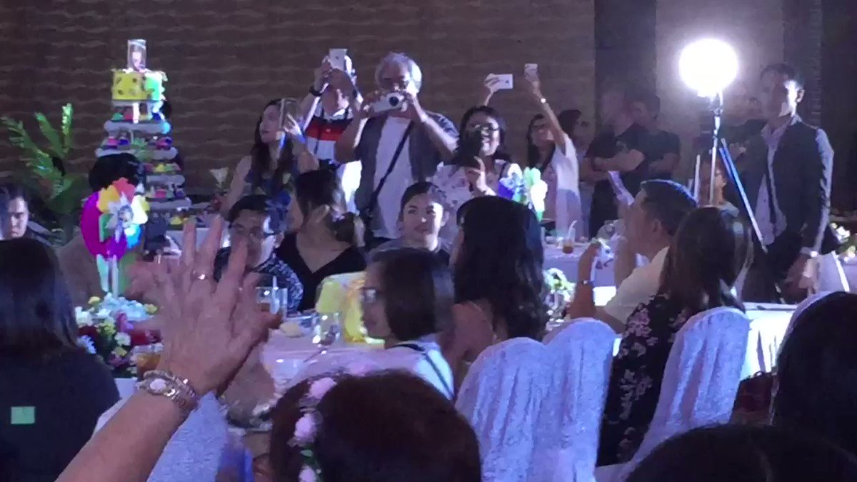 #FUNtasticMAINEat23   Maine sang along I...