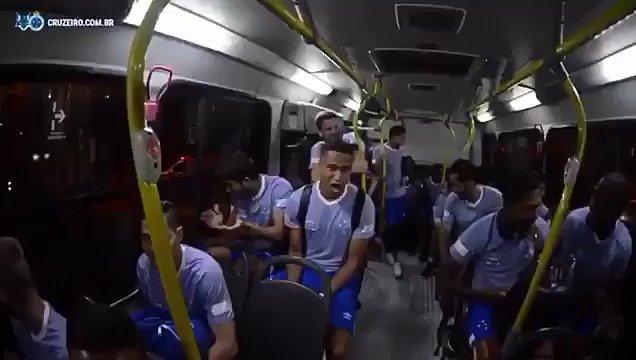 _Torcida do Cruzeiro a caminho do Mineir...