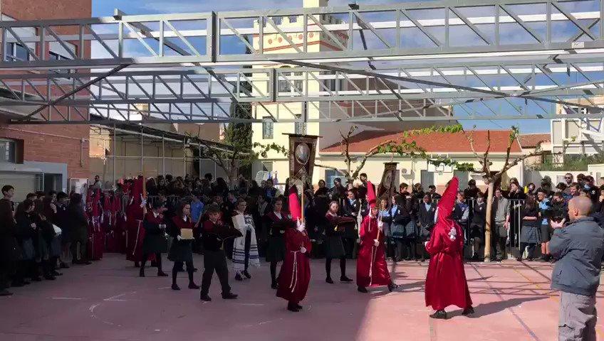 Algunos momentos de nuestra procesión del Centro https://t.co/UzMg33VTxu