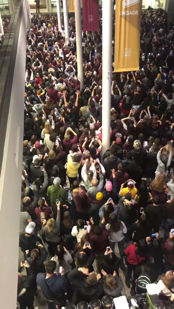 Absolute pandemonium. Loyola is going to the Final Four https://t.co/tcCLYOI59x