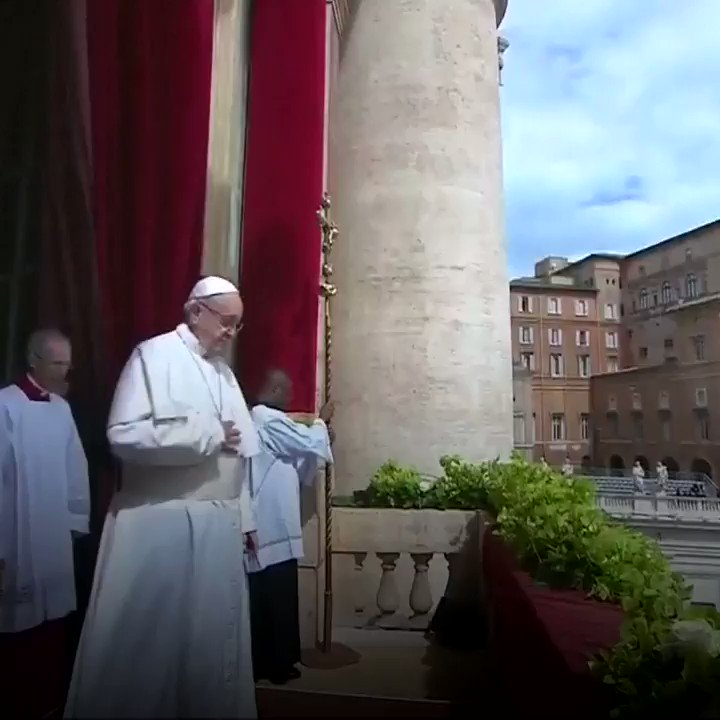 In Easter address, Pope Francis says 'defenseless' are being killed in Gaza violence https://t.co/yhv0BHrKOg https://t.co/roygLxGFRB
