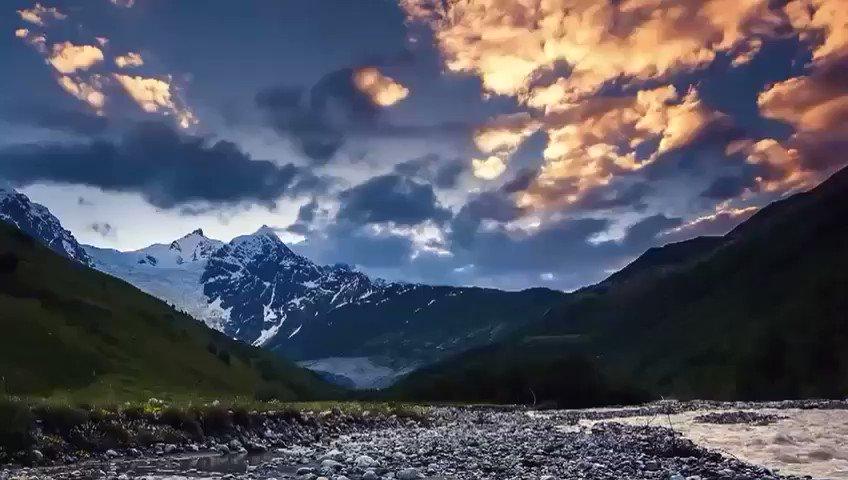 مشاهد ساحرة تسحر الألباب لجمال الطبيعة في منطقة #سفانيتي #بجورجيا لؤلؤة القوقاز هذه جنة الدنيا فكيف بالجنه !!جعلني الله وإياكم من أهلها#وكالة_الخليج_للسياحة #سياحة #عروض_سياحية #سفر#عروض #رحلات #باتومي #طرابزون #القوقاز #جورجيا #تركيا #إسطنبول #الخميس_الونيس