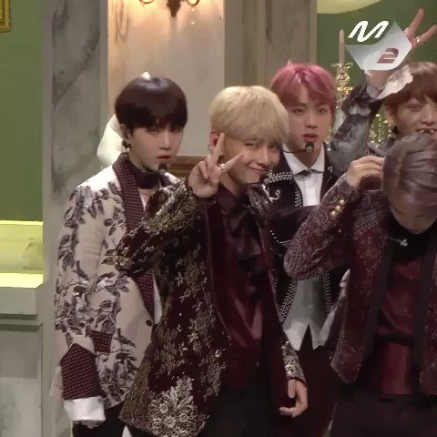 Taekook playing along with their focus cams right when theyre about to start recording for Blood Sweat and Tears--HEART WARMING 💜 #BoyWithLuv #TheMusicVideo #PCAs @BTS_twt