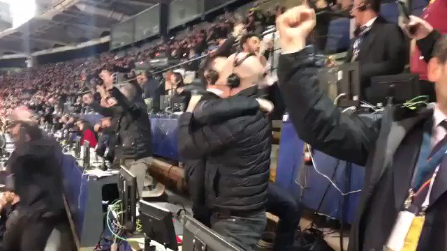 Absolute chaos in the press box after Roma's win. (via @PaulRogers73)