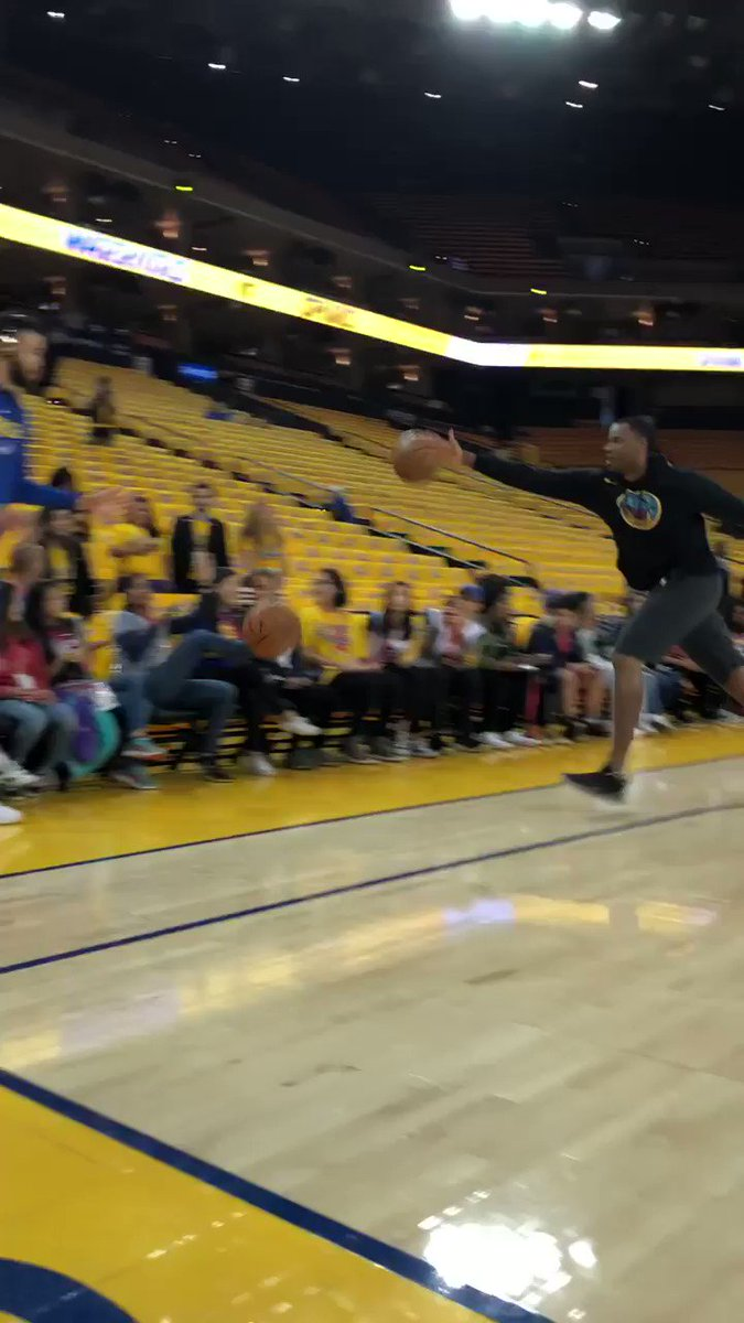 JaVale McGee or Steph Curry? �� https://t.co/GYlGVFOYER