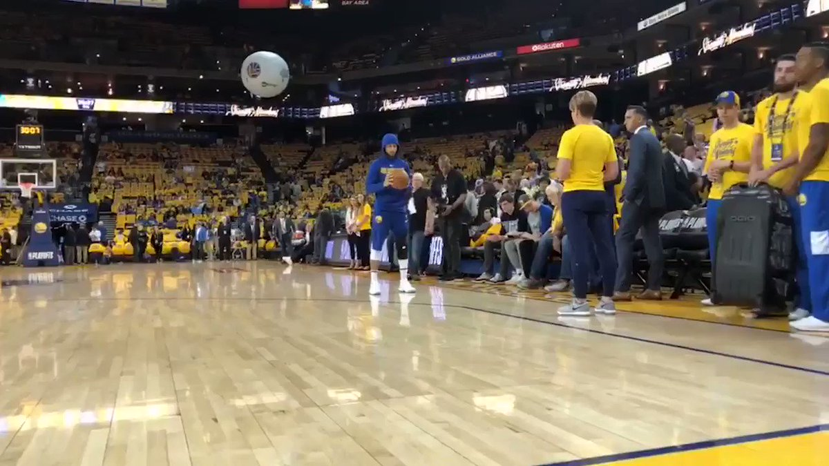 Steph Curry was on the floor putting in rehab work before Game 1. https://t.co/s1P2hZSJR7