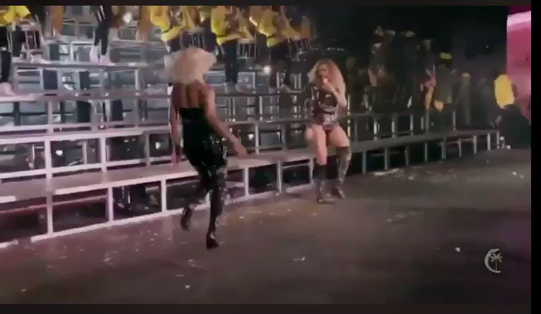 We love a sisterly bonding moment #Beycheclla https://t.co/IxHCl6P5eF