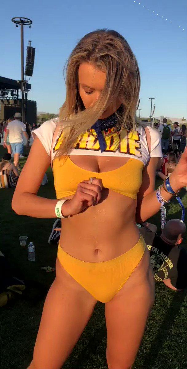 Natalia Starr  - Coachella wa twitter @nataliaxstarr hoechella