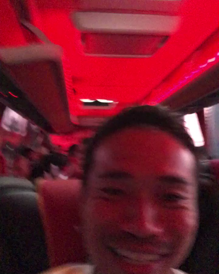 スタジアムへ向かうバスの中。 みんなノリノリです。笑 Vamos💪💪 We are galatasaray🔥🔥 @GalatasaraySK