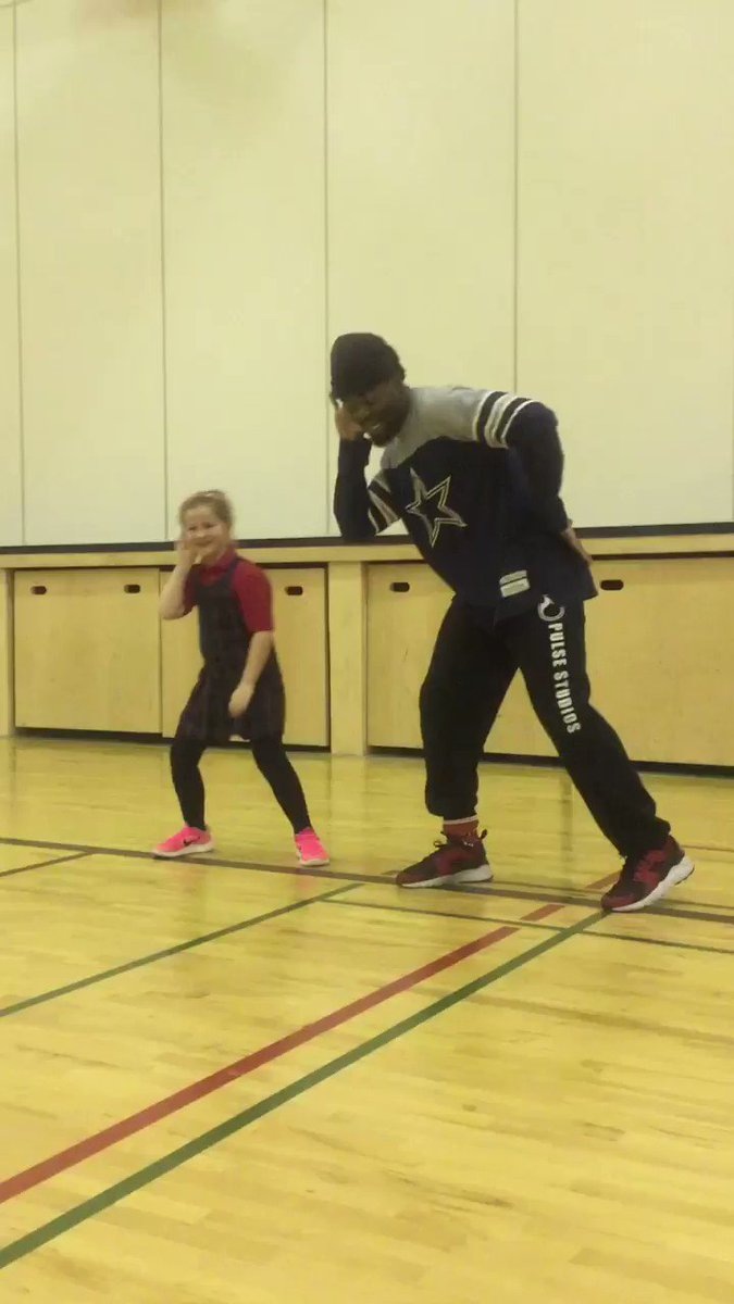 On dance et s'amuse avec M.Ajay, #elemPe #dance #physed #CFISphysed #hiphop @CFISPhysEd @YYCfrench @SoundKreations