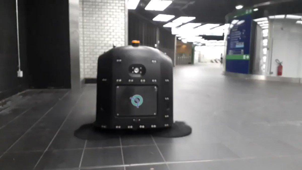 [INNOVATION] La #RATP fait de la propreté une de ses priorités. Afin de tester de nouvelles technologies innovantes, l'entreprise expérimente à Châtelet-Les-Halles le robot balayeur de la startup @Fybots, lauréate du Lab RATP à #VivaTech 2017