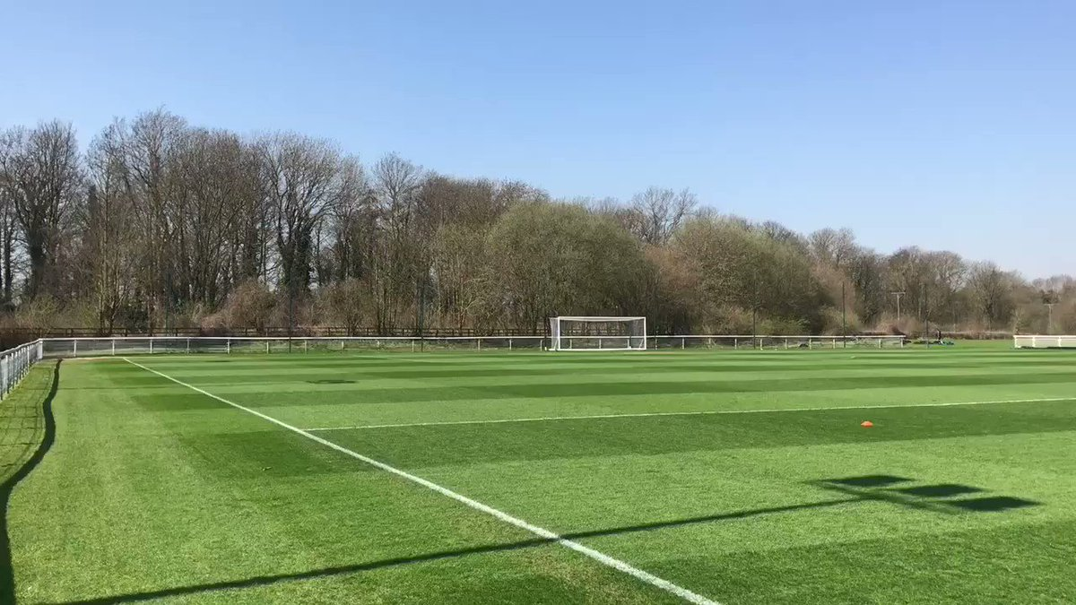 🏃 | #LUFC defender @lukeayling_8 continues his comeback with a light training session at Thorp Arch