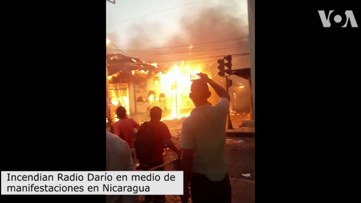 [VIDEO] Incendian Radio Darío en medio de manifestaciones en #Nicaragua. https://t.co/LzRRcrFCFZ https://t.co/UVvoHWyQHT