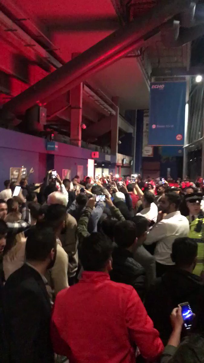 Amir Khan fans in full voice after the f...