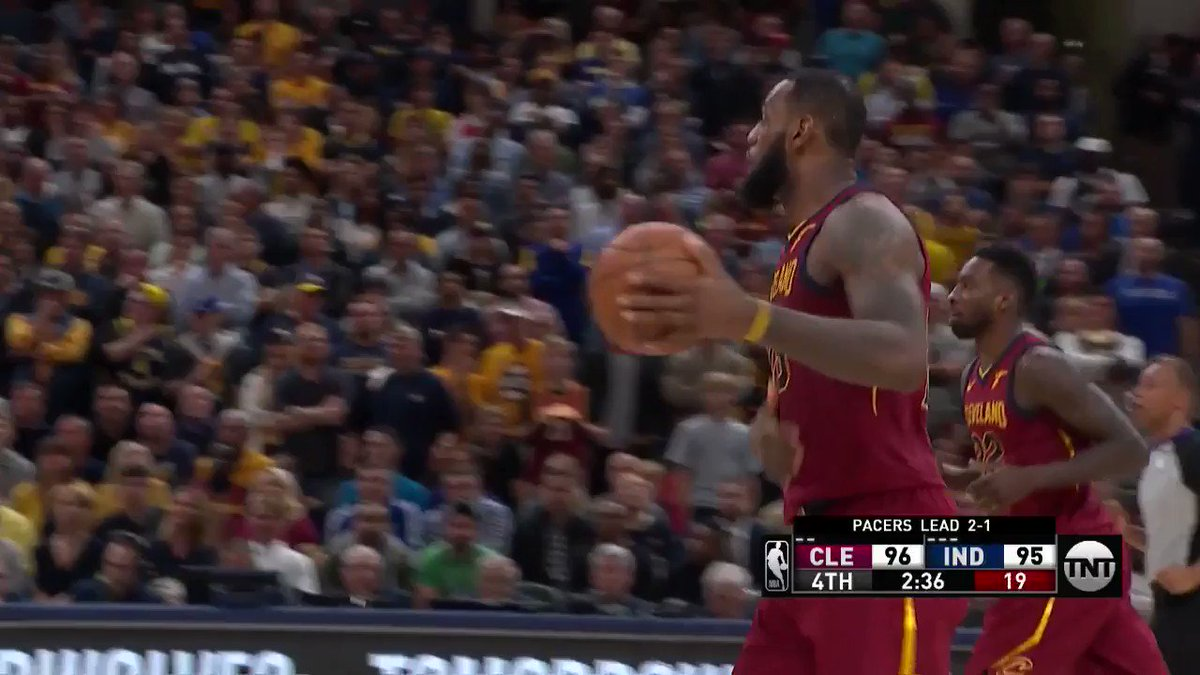 Kyle Korver knocks it down off the screen!  @cavs 101 | @Pacers 95 with 1:18 remaining.  ��: @NBAonTNT https://t.co/RLRCYNror2