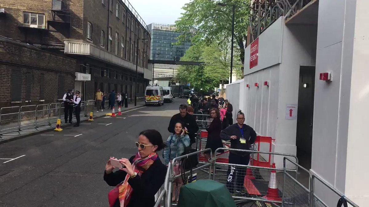 Scene being set for #RoyalBaby public debut https://t.co/NAzDWmJmDL