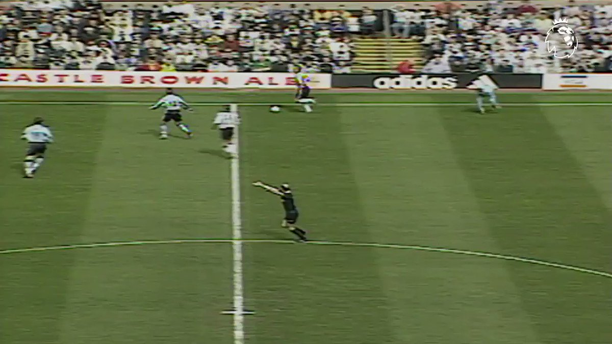 If in doubt, help it over the line ��  A Newcastle comeback spearheaded by @alanshearer happened #OnThisDay in 2000 ✋ https://t.co/UjvPWWXik0