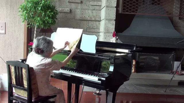 おばあちゃんが楽器演奏してるの好きなんですが、これは本当に良すぎるので見てほしい。大丈夫かな?と思わせてからの抜群の演奏。やられた。