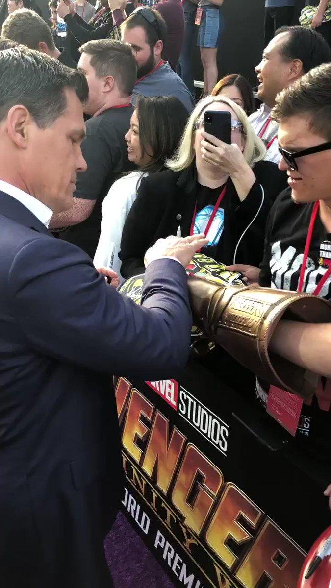 Thanos is much friendlier than he looks. #JoshBrolin. #InfinityWar https://t.co/ksjLCItpY5