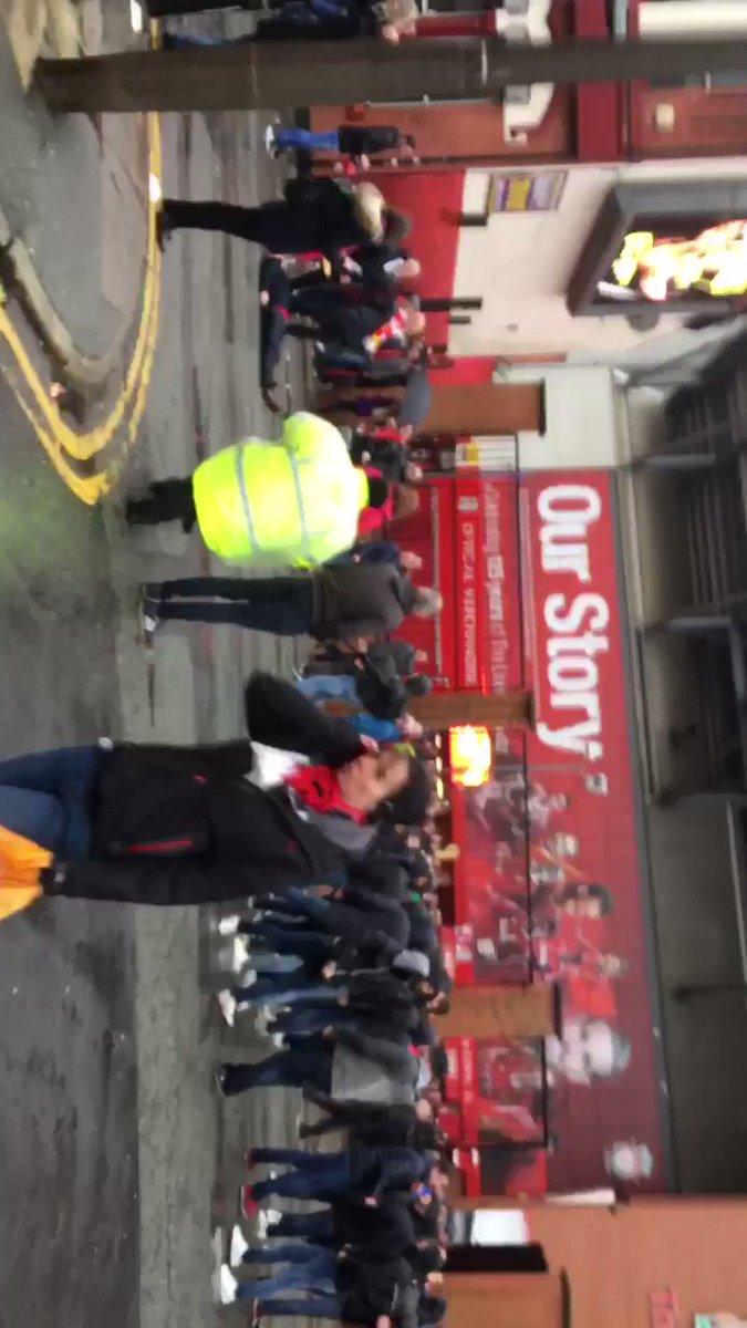 Unpleasant scenes outside Anfield a few mins ago, one L'pool fan injured https://t.co/II9r9QZuL6