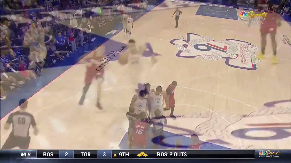 Goran Dragic being a little bitch and slapping Ben Simmons in the head.
