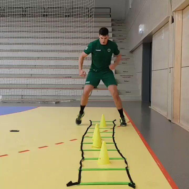 Extra-Schicht nach dem Training! Stefan #Cavor gibt Vollgas!!!  #WeilDuDasSpielLiebst #20JahreErsteLiga https://t.co/8IF93uMs9m