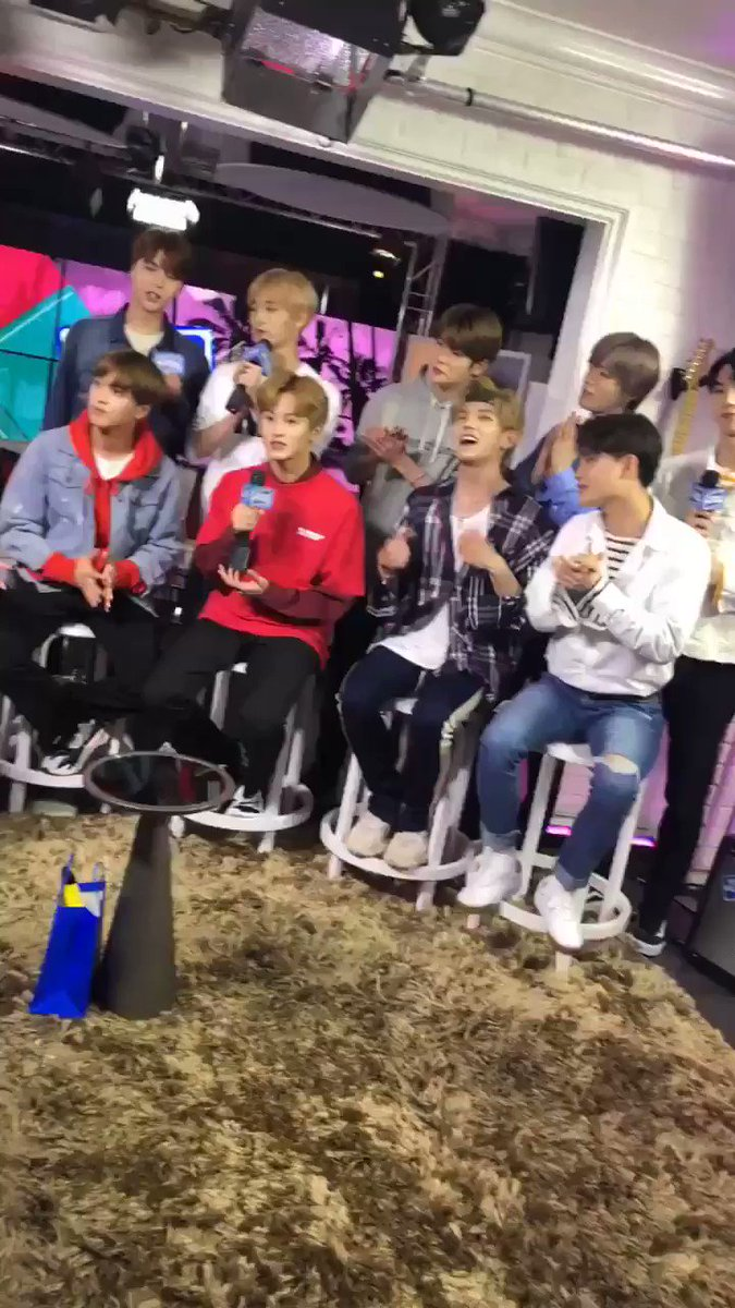 This happened a lot ????????????☺️ #NCT127 @younghollywood https://t.co/EIFvTh6Yth