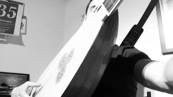 Nada como un poco de Kapsperger para terminar la tarde #estudio #practicing #playing #video #clip #earlymusic #musicaantigua #Kapsperger #Kapsberger #tiorba #chitarrone #theorbo #theorbe #home #toccata #Baroque #Barroco