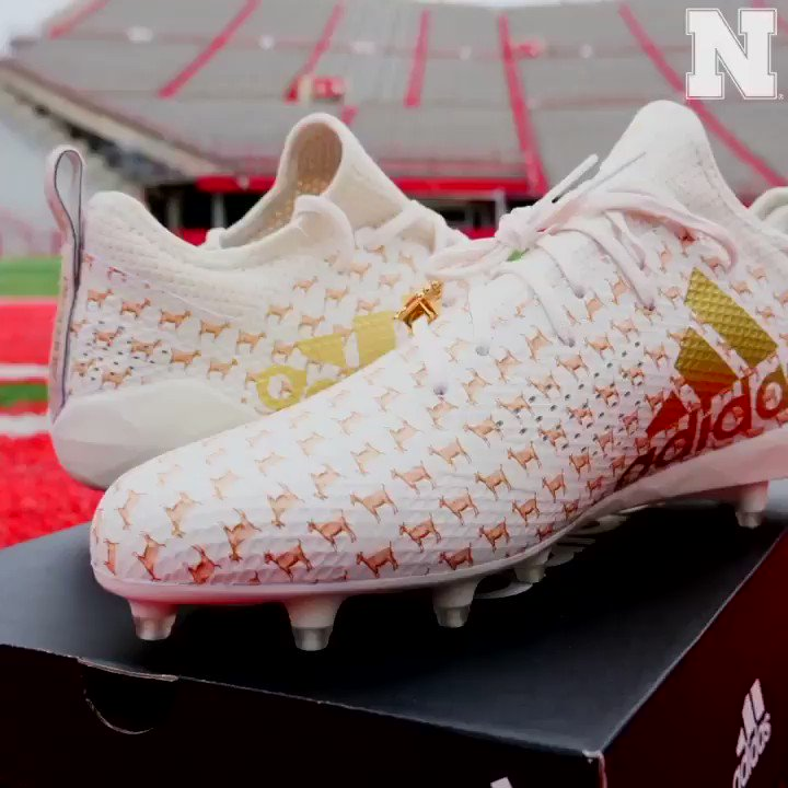🐐🐐🐐 The next pair in the emoji cleat pack. #teamadidas x #GBR
