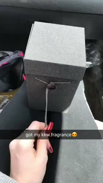 got my #kkwfragrance today and mmmm it smells sooo wonderful!!! @KimKardashian https://t.co/pPoyKnXWCe