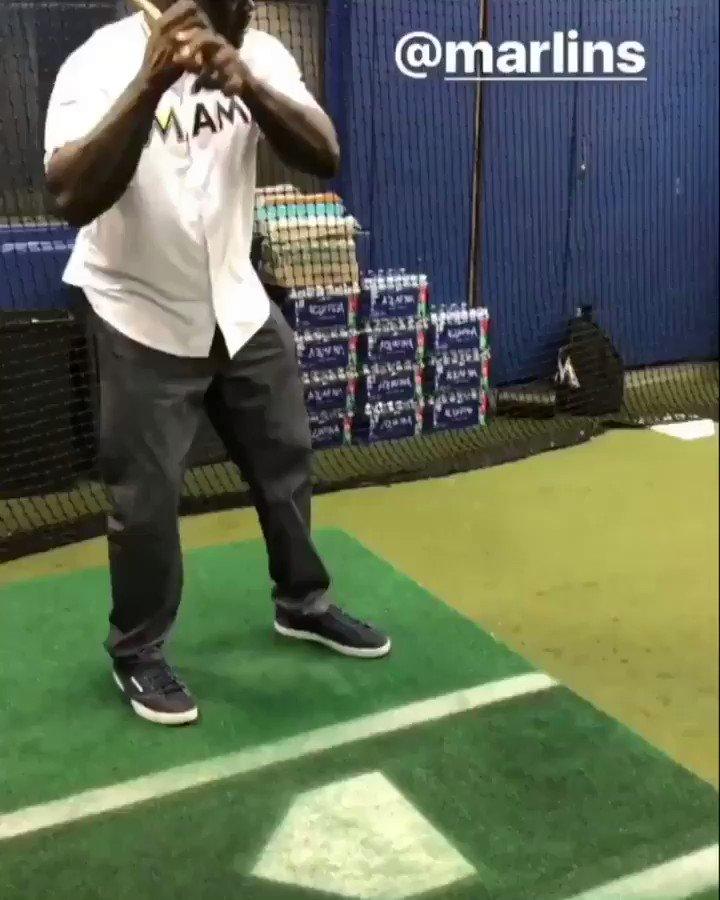 That's a mighty swing, @SHAQ �� https://t.co/51Jww35xIP