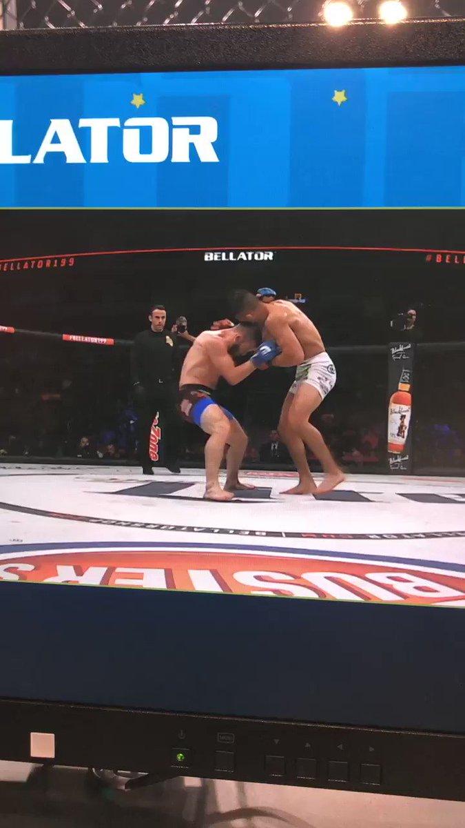 ��Damn body shot made him do a back flip.smh��♂️��get the strap https://t.co/mSi1wetsKc