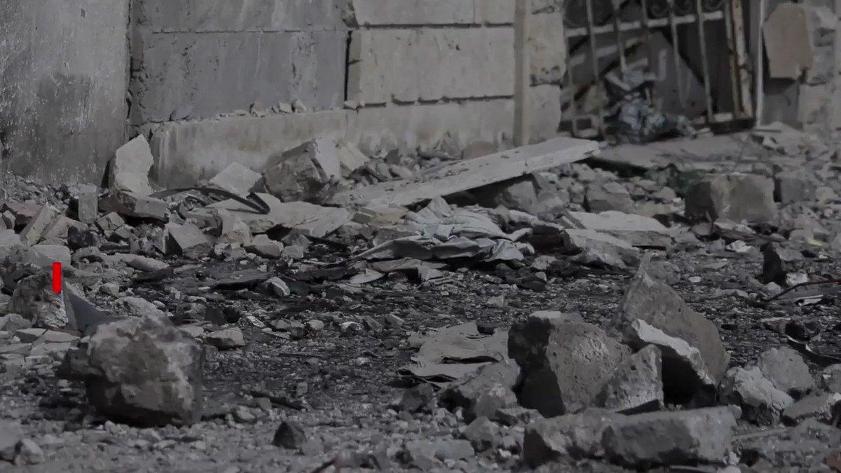 Hacía meses que no conseguíamos imágenes de la ciudad de Mosul, en #Irak. 6 meses después del fin de la guerra, la ciudad vieja está así: es una pila de escombros repleta de bombas sin explotar. Entre 5.000 y 7.000 personas han vuelto a sus hogares, pero no tienen nada.