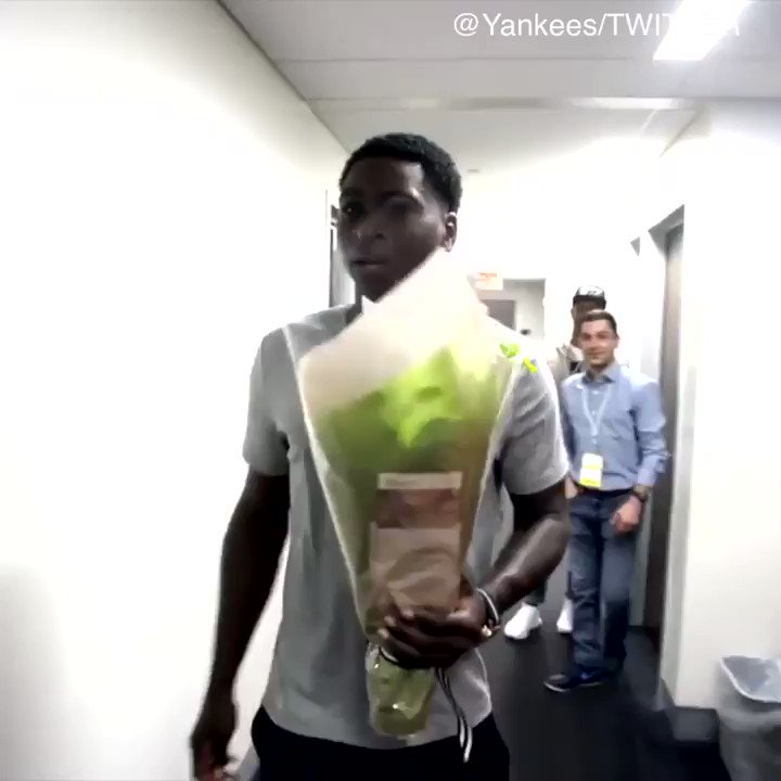 Didi Gregorius gave these Yankees office moms a Mother's Day surprise. (via @Yankees) https://t.co/PEhYTQ9gDj