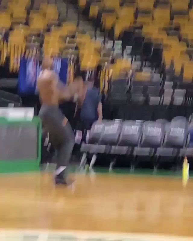 9.5 hours before Game 2 and LeBron is already on the court putting in work �� (via @Rachel__Nichols) https://t.co/h76HPaTHz0