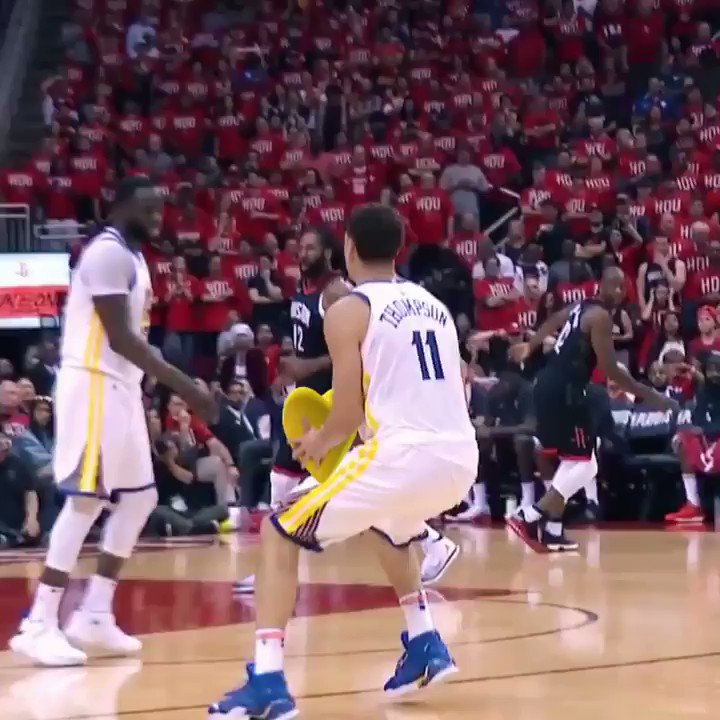 Every kiss begins with Klay �� https://t.co/lLnRq0xWxd