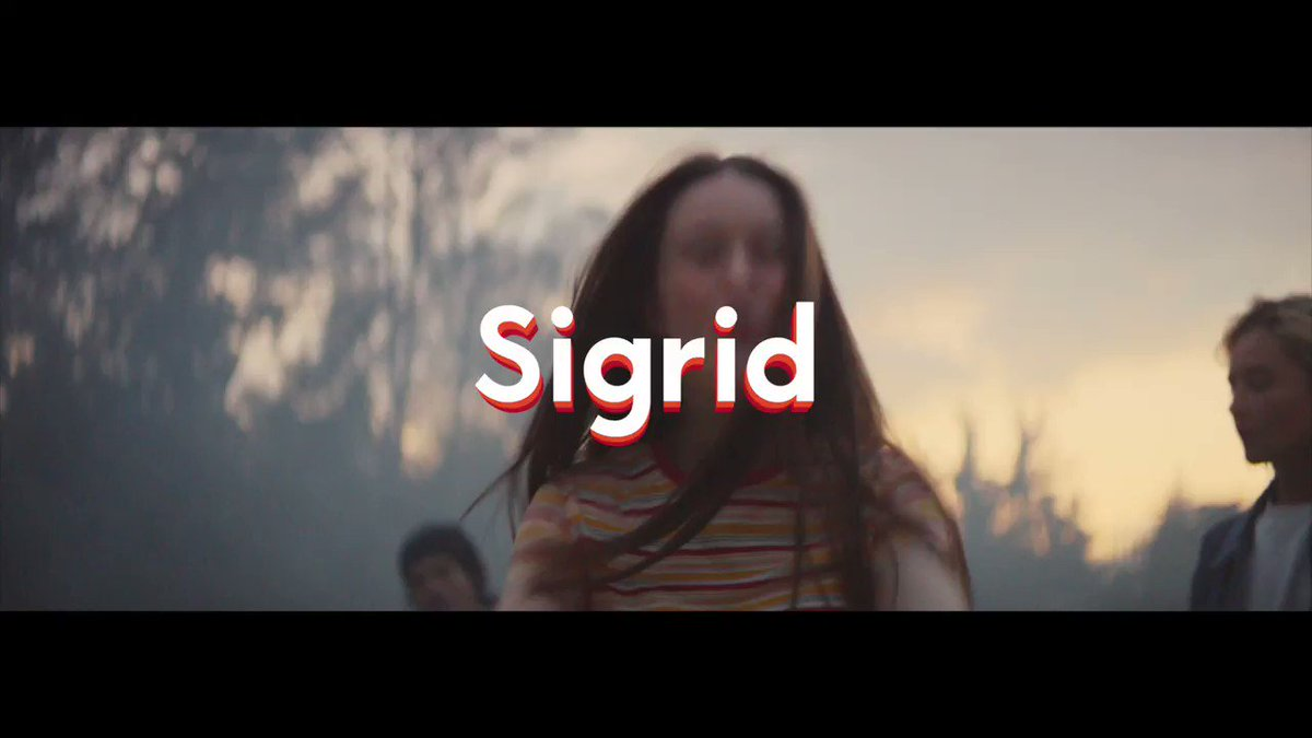 thank you @i_D for premiering my new music video for high five this morning! its out now, directed by Ivana Bobic 💕 Sigrid.lnk.to/HighFiveOffici…