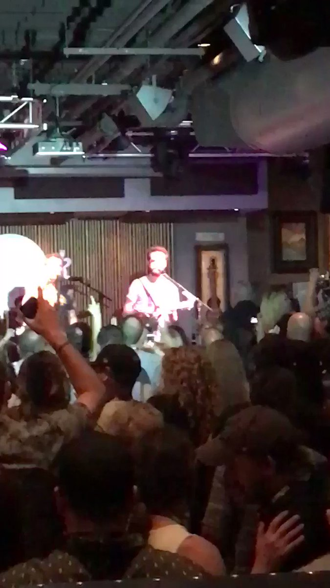 This time last week we were in Nashville with @CISNCountry for #Tennesseetakeover2018 & were treated to a live performance by @DierksBentley 🎸 #Tennesseetakeover #nashville