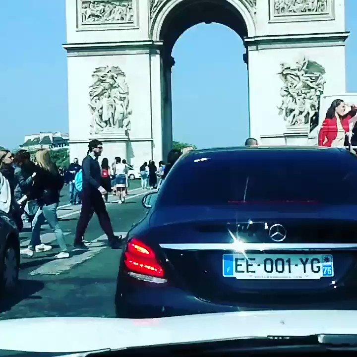 Today à Paname !!Une Belle journée ensoleiller à Paris avec #siontedemande que du bonheur..a fond dans la tuture Et puis une journée comme celle ci et bien ça change Du nord !#champsElysée #AmelBent  @popoamel  - FestivalFocus