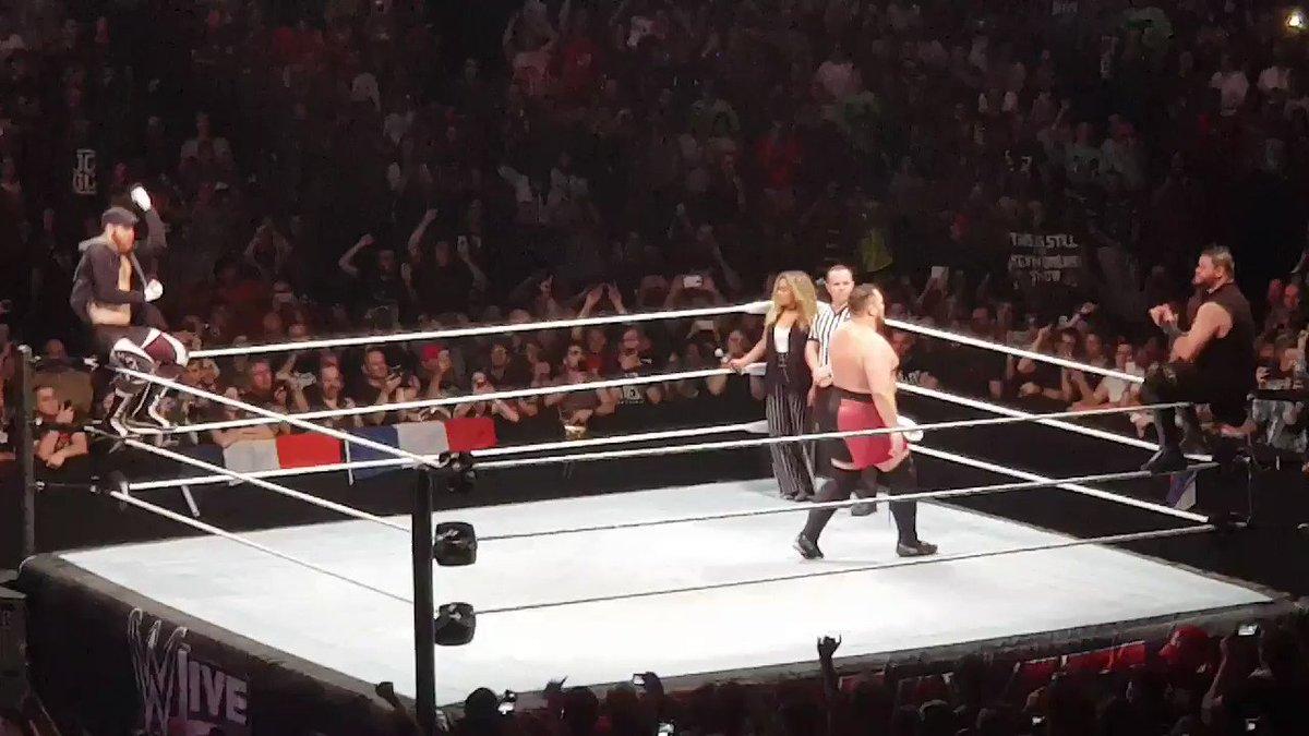 JOE ! JOE ! JOE ! #WWEParis @SamoaJoe @SamiZayn